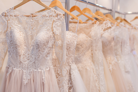 Beautiful lace wedding dresses on hangers in the showroom. Banque d'images - 121838438