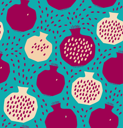 pomegranate juice: Seamless decorative pattern with pomegranates. Vector background with sliced pomegranates and seeds