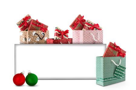 Weihnachtskarte mit Weihnachtskugeln und Geschenke zum Etikett Standard-Bild - 66308616