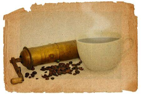 tatter: Antiguo molinillo de caf� con la taza caliente de caf� negro en el estilo grunge