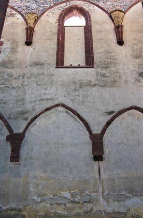 benedictine: Arcos g�ticos - Ruinas del monasterio benedictino Foto de archivo