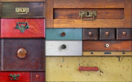 muebles antiguos: Collage abstracto de los distintos cajones viejos - en la m�s absoluta confidencialidad