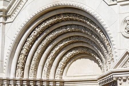 romanesque: Romanesque arch
