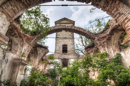 iglesia: ruinas de la iglesia de San Wenceslao, Hrusovany Editorial