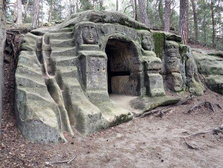 levy: Harpist - Grotto And Rock Sculptures