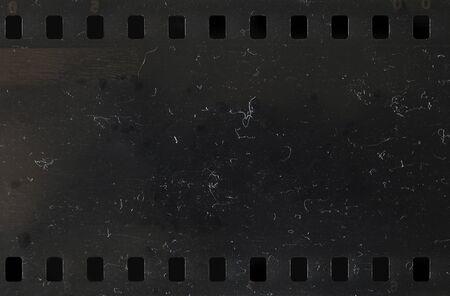 Striscia di vecchio film celluloide su sfondo bianco