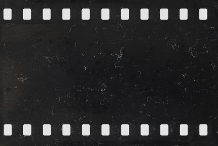 Tira de película de celuloide vieja con polvo y arañazos - negativo Foto de archivo