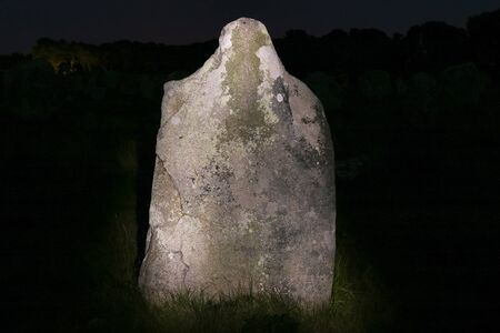 Menhir at night - Alignements du Menec  - rows of Menhirs - standing stones - the largest megalithic site in the world, Carnac, Brittany, France 스톡 콘텐츠