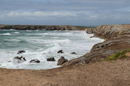 Cote Sauvage - strong waves of Atlantic ocean on Wild Coast of the peninsula of Quiberon, Brittany, France 版權商用圖片