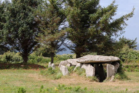 Dolmen - gallery grave of Ile Grande - Grand Island - in Pleumeur-Bodou, Brittany, France 版權商用圖片