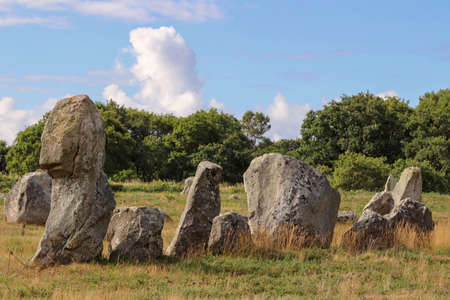 Alignments of Kermario, rows of standing stones - menhirs, the largest megalithic site in the world, Carnac, Brittany, France 版權商用圖片
