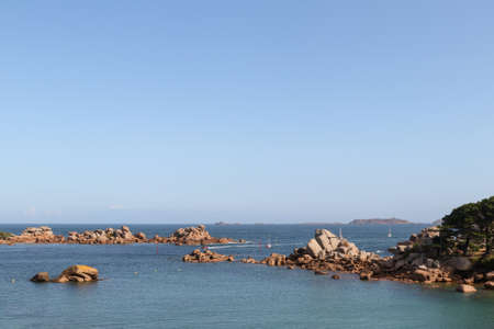 Boulders on the Cote de Granit Rose - Pink Granite Coast - great natural site of Ploumanach, Brittany, France 版權商用圖片