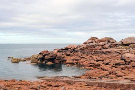 Pink granite coast near Ploumanach - boulders on the Cote de Granit Rose - Pink Granite Coast - great natural site of Ploumanach, Ploumanach, department Cotes-d'Armor, Brittany, France Standard-Bild