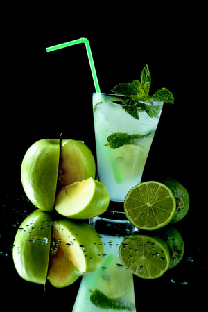 Mojito cocktail with green apple and line on a black background 版權商用圖片