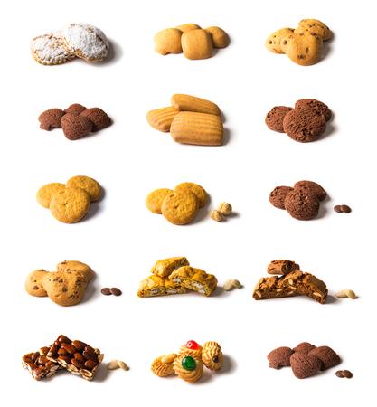 galletas: Galletas de mantequilla cocinados en el horno. Especialidades italianas. Galletas aisladas en un fondo blanco. Foto de archivo