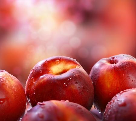 durazno: Las nectarinas en el jard�n. Foto de archivo