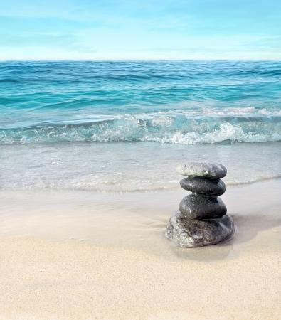 ビーチでストーンズ