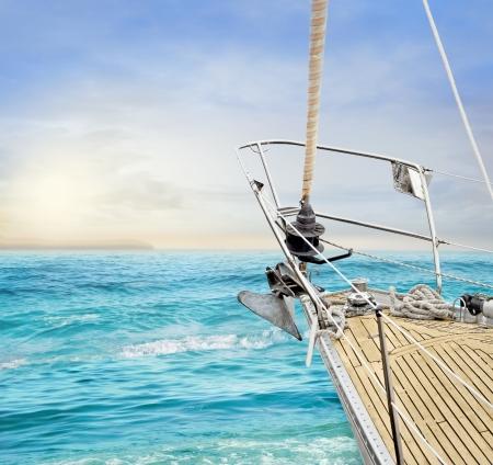 tormenta: Barcos de vela en el océano Foto de archivo