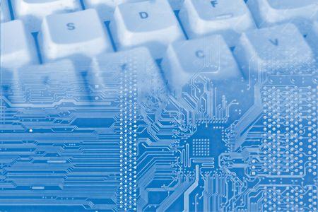 ordinateur logo: fond bleu, avec des circuits �lectroniques et le clavier