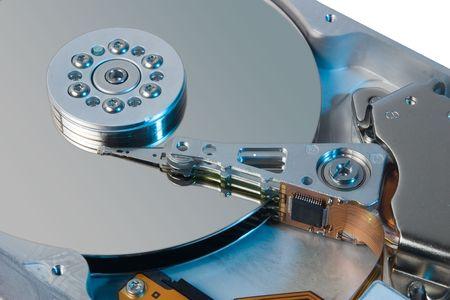 Nahaufnahme einer Festplatte mit farbigem Licht  Standard-Bild