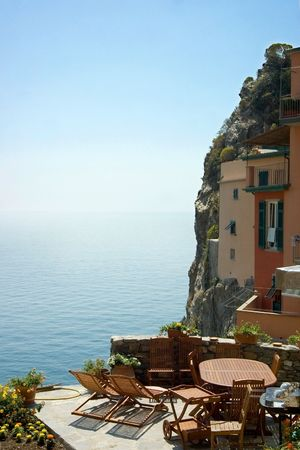 little hotel's terrace with a panoramic view on the sea - Cinque Terre - Italy 免版税图像