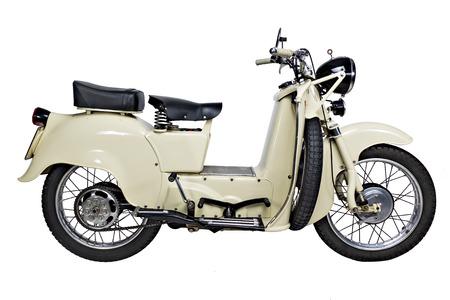 avispa: vieja motocicleta italiana aislado sobre fondo blanco