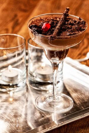 Chocolate mousse dessert on wood table. Imagens