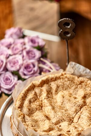 Portuguese traditional cake, sponge cake. on the wooden table with roses. Foto de archivo - 127926304