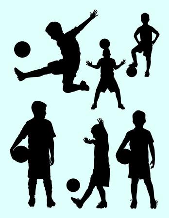 Silueta de futbolista junior. Buen uso de símbolo, logotipo, icono web, mascota, letrero o cualquier diseño que desee.