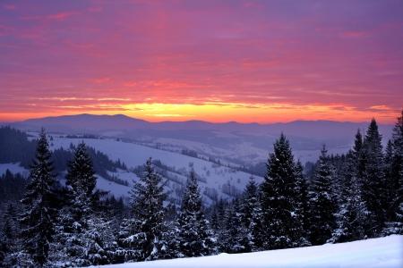 冬の山の日の出