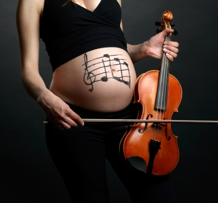 birthing: Pregnant woman with violin