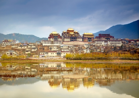 forbidding: Landscape with tibetan monastery and lake Stock Photo