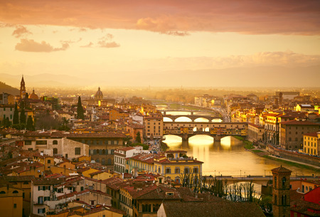 다리 베키오 다리 (Ponte Vecchio)의 일몰보기. 피렌체, 이탈리아 스톡 콘텐츠