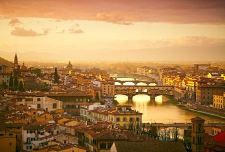 Sunset uitzicht op de brug Ponte Vecchio. Florence, Italië Stockfoto