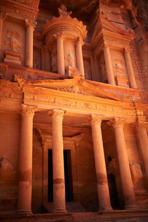 khazneh: Al Khazneh. Petra, Jordan