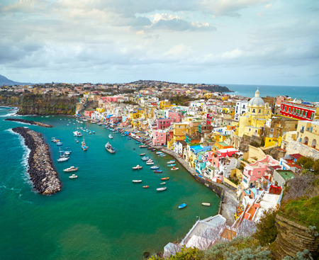 나폴리, 이탈리아 근처 섬시다에 fishermanns 마을에보기 스톡 콘텐츠