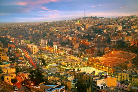 Nachtlichter von Amman - Hauptstadt von Jordanien Standard-Bild - 39328904