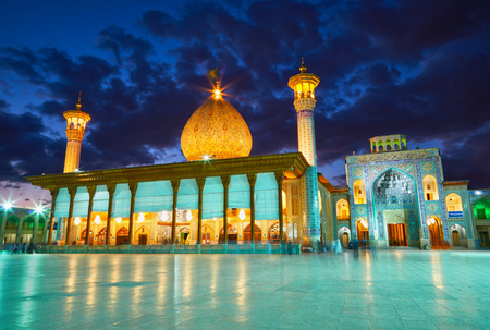 shiraz: Shah Cheragh mosque after sunset. Shiraz, Iran Stock Photo