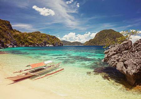 blue lagoon: Traditional filippino boat at El Nido bay. Palawan island, Philippines Archivio Fotografico