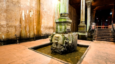 ancient water storage Basilica Cistern in Istanbul Turkey 版權商用圖片