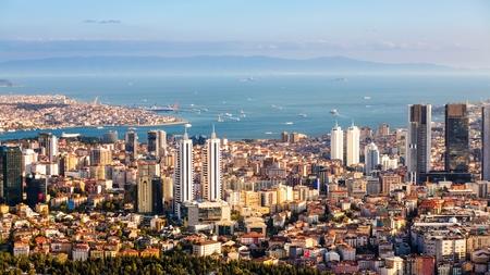 観光船でボスポラス海峡とイスタンブールの街並み
