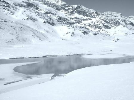 svizra: View of Piz Bernina Alps mountains in Switzerland