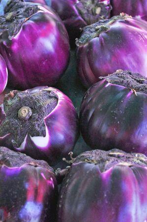 fondos: Violet aubergine vegetables - healthy vegetarian cuisine food - useful as a background