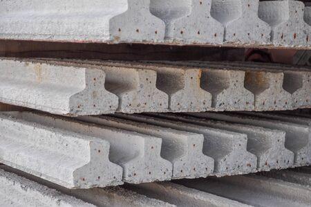 precast: Prestressed precast pretensioned reinforced concrete beam
