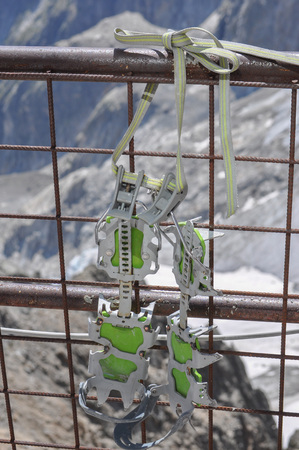 crampons: Mountaineering crampons to walk on snow and ice Stock Photo