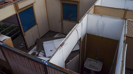 house demolition: Demolition of a wooden prefab house