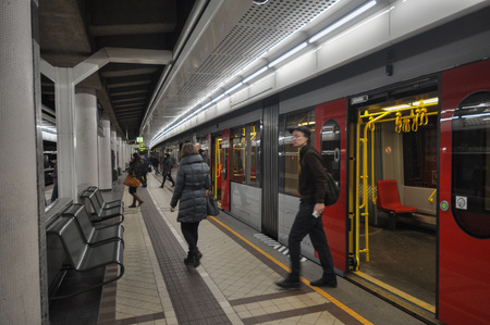wien: WIEN, AUSTRIA - CIRCA FEBRUARY 2016: Travellers at subway station Editorial