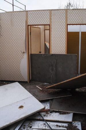 demolition: Demolition of a wooden prefab house