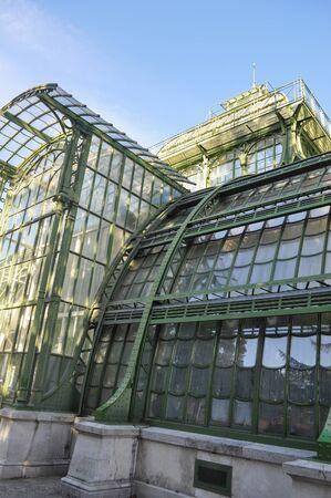 wien: The Palmenhaus Schoenbrunn is a large greenhouse in Wien, Austria