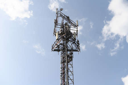 Telecommunication network repeaters, base transceiver station. Tower wireless communication antenna transmitter and repeater. Telecommunication tower with antennas. Cell phone telecommunication tower. Stockfoto